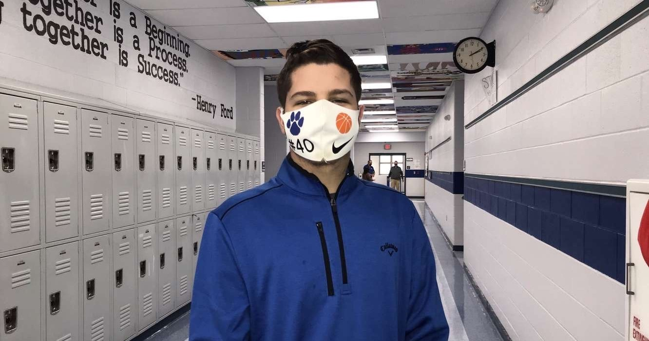 MS student in mask