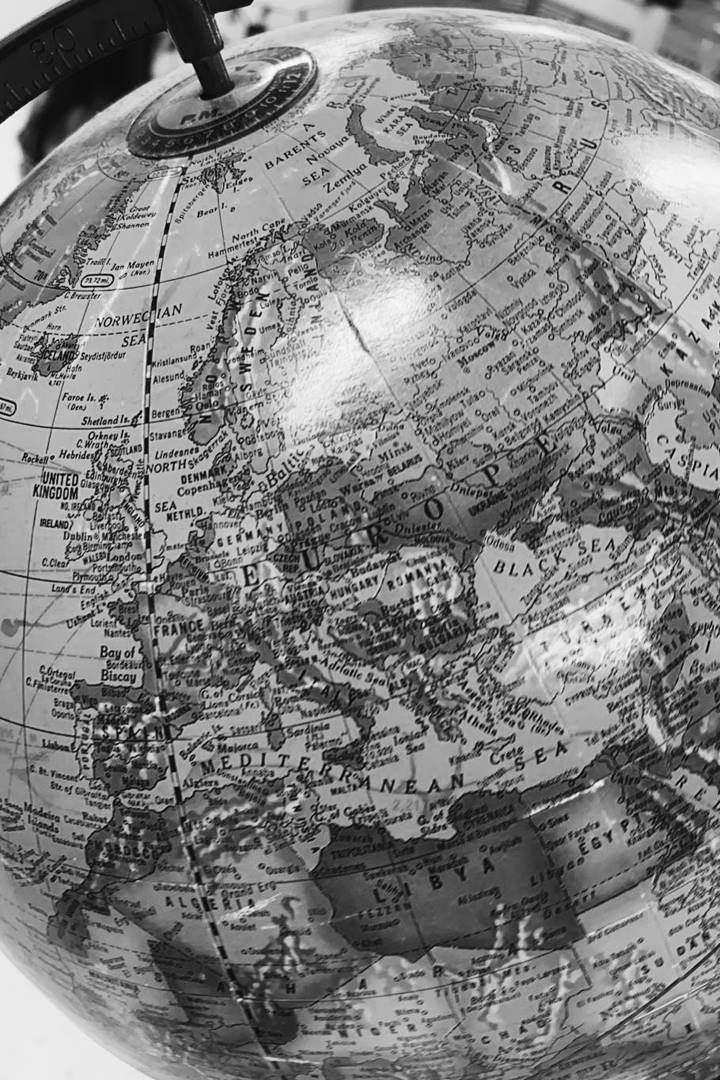 B&W Globe